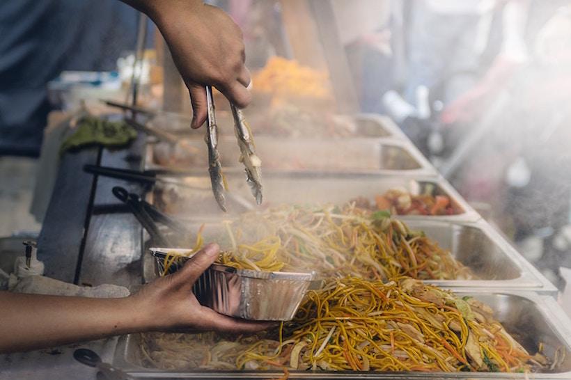 Kuchnia Mauritiusa. Ci można jeść na Mauritiusie? Czy jedzenie uliczne jest bezpieczne? Czego unikać?