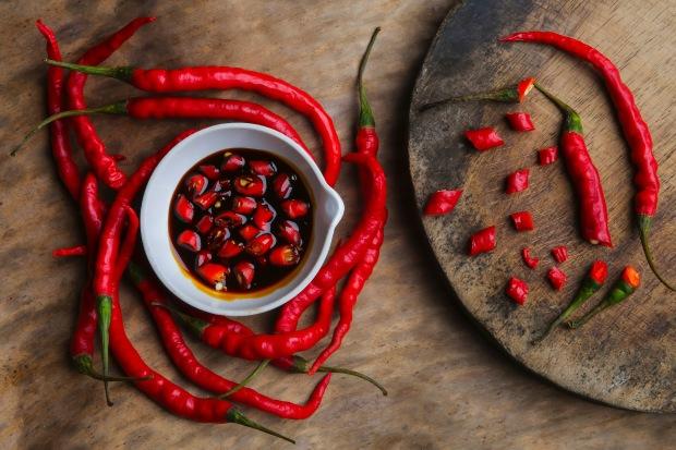 Jedzenie, czego unikać? Uważaj na piment czyli papryczkę chilijską. Jest ona popularną przyprawą w kuchni kreolskiej.