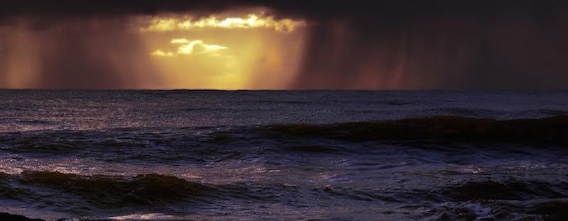 pogoda na Mauritiusie jest zmienna, cyklony, opady i burze występują podczas pory deszczowej od listopada do kwietnia