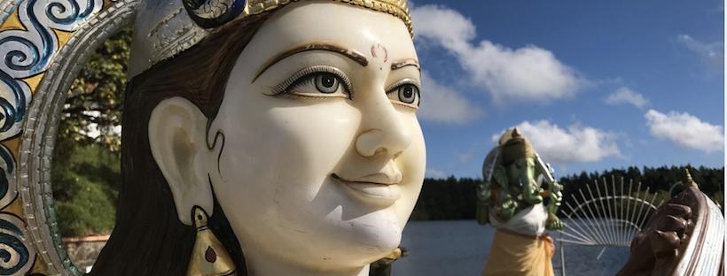 Co warto zwiedzić na Mauritiusie? Święte hinduskie jezioro Ganga Talao zachwyca, ale i zadziwia niejednego. Dlaczego? Sam się przekonaj!