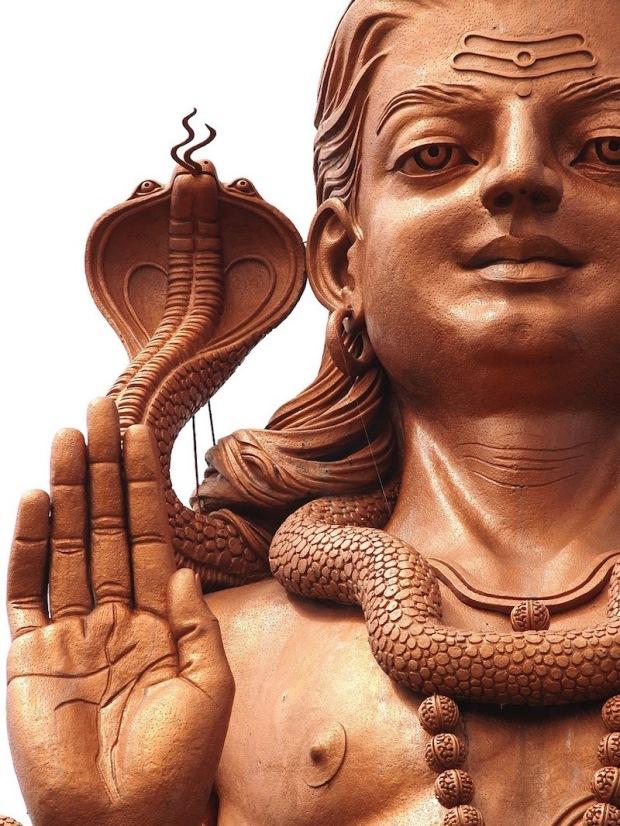 Majestatyczny posąg Shivy w Grand Bassin. Warto odwoedzić tę atrakcję turystyczną. To miejsce pielgrzymek wielu Hindusów.