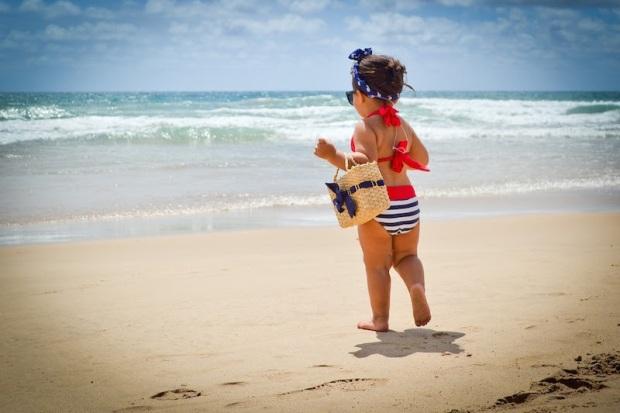 dziecko-na-plazu0307y-mauritius-1
